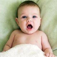 新生儿第一口奶到底有多重要,2个技巧就能让宝宝顺利吃上!