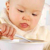 別亂喂!這幾種食物,不到年齡千萬別給孩子吃!