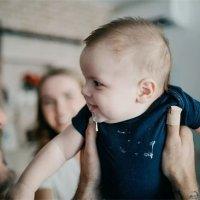 錯誤的拍嗝手法,導致寶寶吸入性肺炎?孩子吐奶後,家長千萬別這樣做!