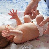 【家家母婴】新生儿宝宝的这6个异常,到底是不是生病?怎么护理?