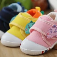 【家家母婴】秋凉了,建议这 3 种鞋别给娃穿!影响走路还不安全
