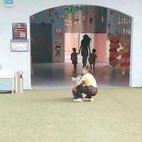 """开学第一天,幼儿园上演""""神庙大逃亡"""",网友笑翻:老师辛苦了!"""
