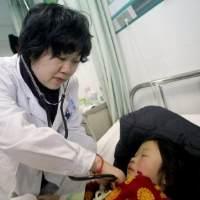 """7岁女娃一年长高10厘米!医生却说惨了,家长这个""""妙招""""坑了娃"""