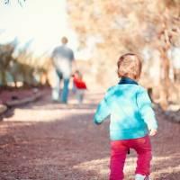 在孩子幼小时给予,年长时退出——不易做到的家庭教育