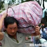 可怜天下父母心,开学季:最重的行李,总是在父亲的肩上