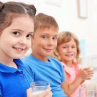 每天喝牛奶的孩子,一年后这些方面比不喝牛奶的孩子明显有区别