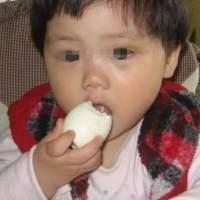 """奶奶好心给2岁娃吃鸡蛋,却吃出""""败血症"""",你给孩子吃对了吗"""