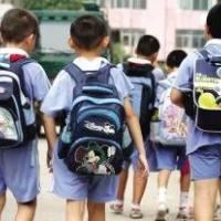 心里暖烘烘!仙桃胡场镇的这位小朋友终于背新书包上学啦!