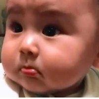 6个月宝宝断奶第一天,宝妈回家后,宝宝的表情融化了妈妈的心