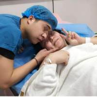 孕妈产下双胞胎,就在全家人正要高兴时,医生:这不是双胞胎
